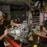 Getriebe aufstecken / gearbox fit to the engine /