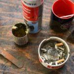 Werkzeuge eines Mechaniker, Kippen, Kaffee, Reiniger und Schmierstoffe :-) na die Kippen sind nicht von mir / tools of a mechanic, cigarettes, coffee, cleaner and lubricants :- …the cigarettes are not from me /